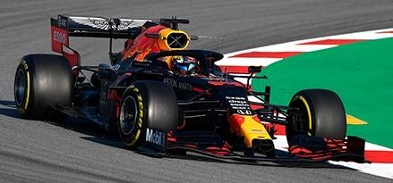 Aston Martin Red Bull Racing F1 Team Official Partner Mobil Motor Oils